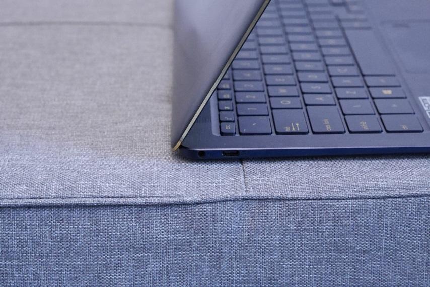 Asus-ZenBook-с USB4