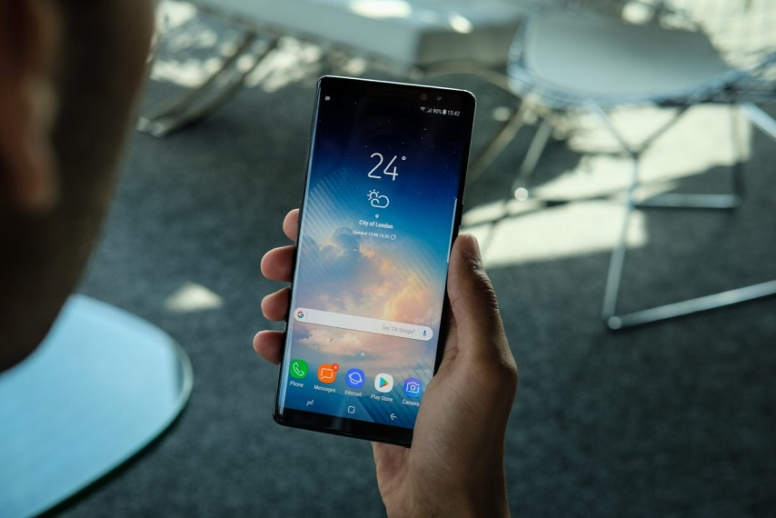 телефон с OLED-экраном