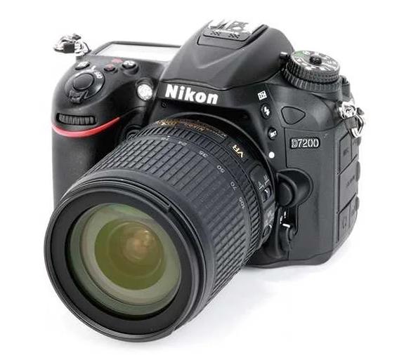 модель Nikon D7200 Kit